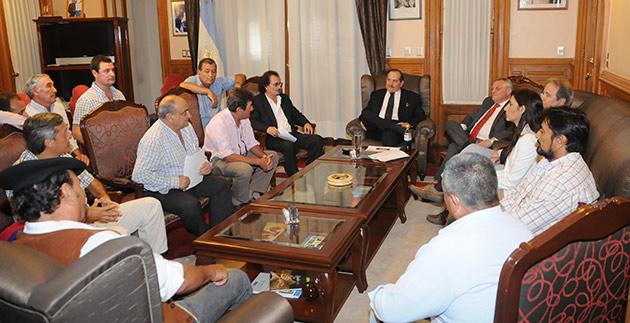 Se creará una comisión de trabajo entre el gobierno y cañeros para definir acciones