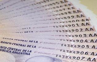Economía garantizó el pago de noviembre, diciembre y el medio aguinaldo en un sólo mes