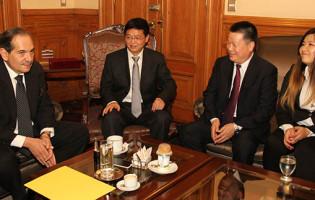 El Gobierno firmó un acta intención con empresarios chinos por obras para Tucumán