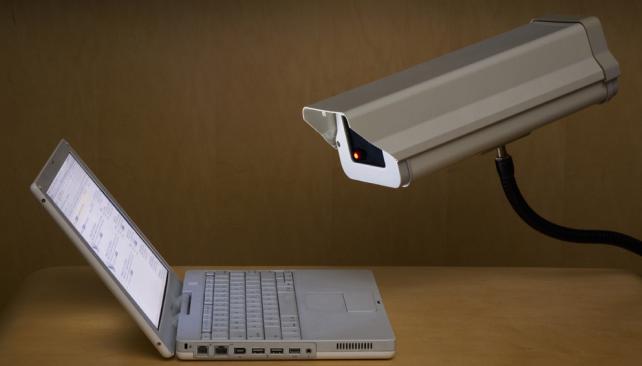 Google y Facebook se oponen al FBI, pero explotan la información de sus usuarios