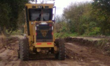 Vialidad provincial trabaja en la reconstrucción de los caminos de Alto El Puesto en Graneros