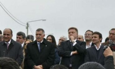 Amaya fue insultado mientras entregaba viviendas en Concepción