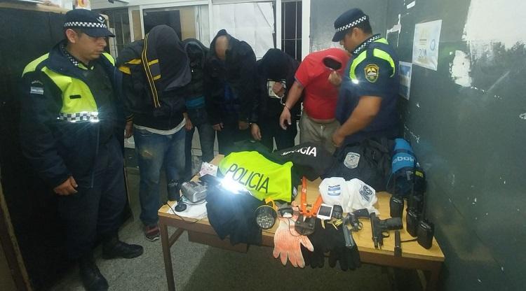 Simulaban ser policías para delinquir