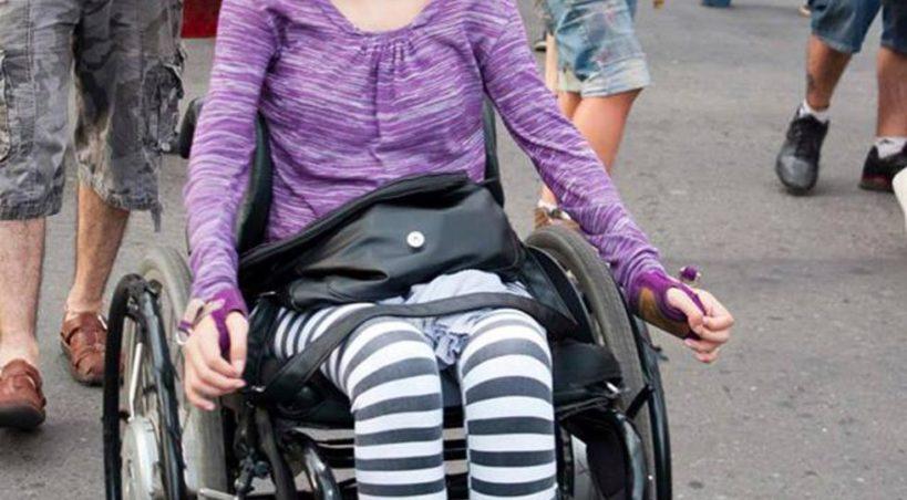 Le robaron el control remoto de una silla de ruedas a la dirigente del Frente de Izquierda