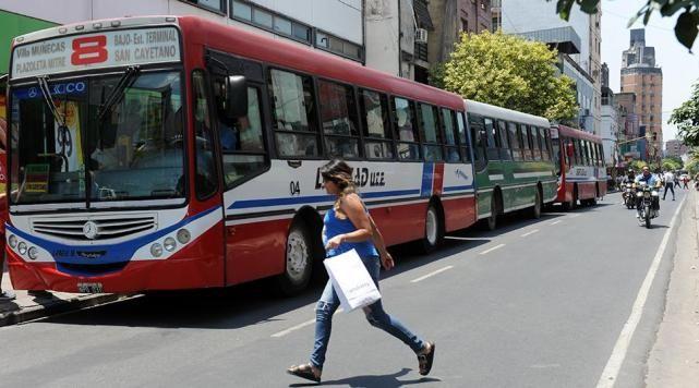Los colectivos vuelven a circular por la ciudad