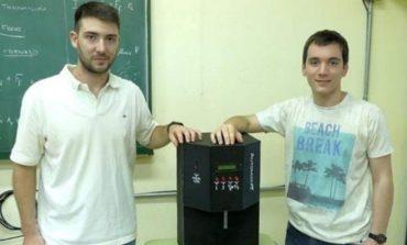 Estudiantes cordobeses crearon la máquina de hacer Fernet con cola