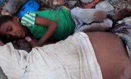 Desgarrador video de nene yemení aferrado al cadáver del padre