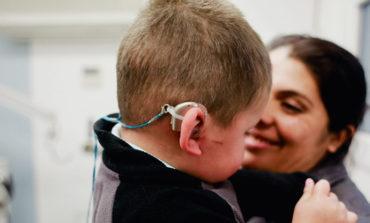 Se realizaron cuatro implantes cocleares en el hospital de niños