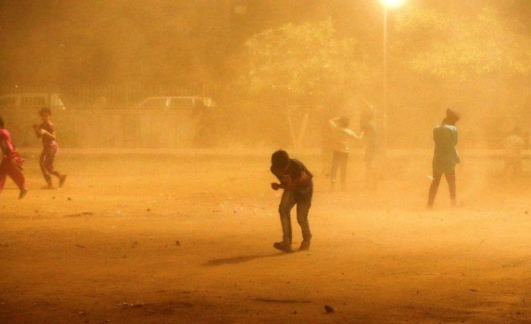 Más de 200 muertos por súper tormentas en India
