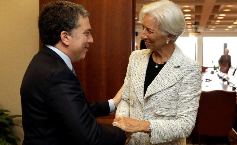 Facilitar despidos y subir Ganancias: la receta sugerida por el FMI en 2017