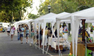 """La """"Feria de Artesanos"""" estará en la plaza Belgrano y en el parque Avellaneda el fin de semana"""