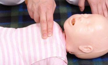 Policía héroe: le salvó la vida a una beba que no podía respirar