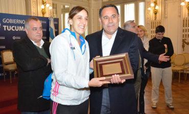 Deporte | Regino Amado recibio en el Salon Blanco a Las Leonas