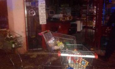 Mendoza   Alrededor de 20 personas entraron a robar a un supermercado