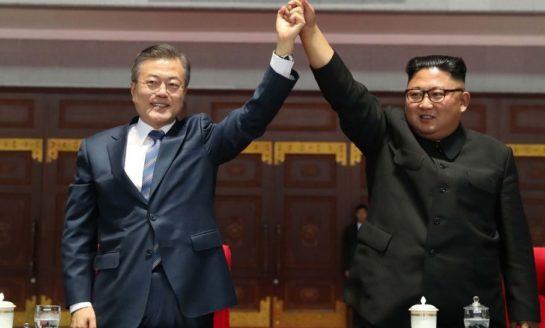 Amistosa cumbre entre líderes coreanos