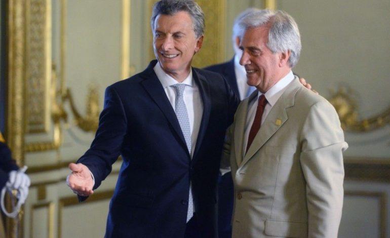 El presidente uruguayo dijo encontrarse preocupado por la crisis económica argentina