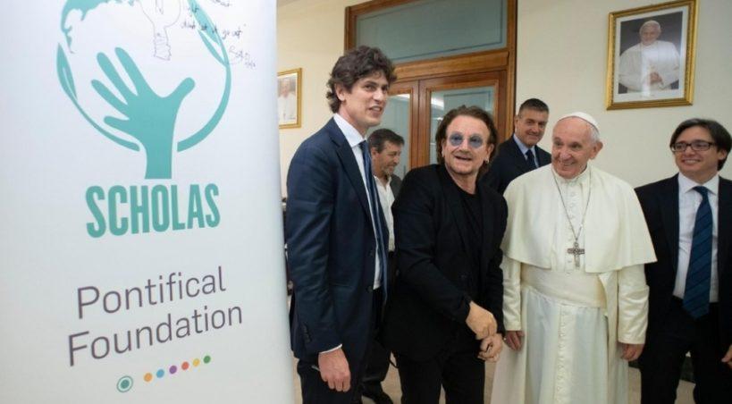 Lousteau ofició de traductor en el encuentro entre Bono y el Papa Francisco