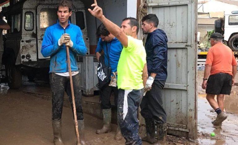 """Nadal se """"arremangó"""" y ayudó a los inundados de Mallorca"""