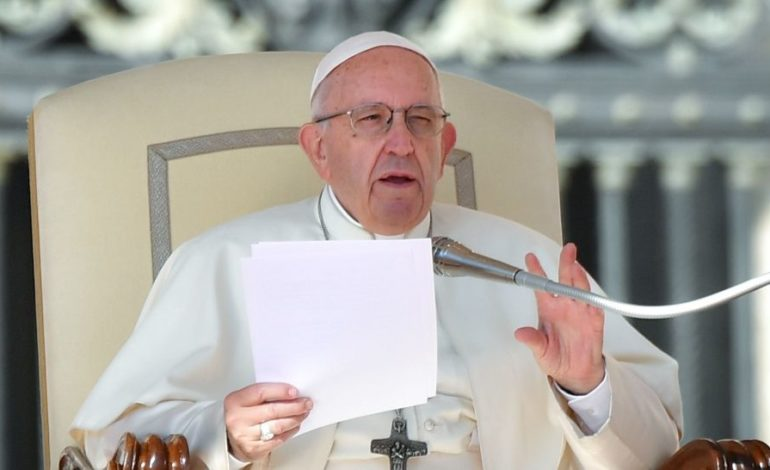 """Para Francisco, el aborto es como recurrir a un """"asesino a sueldo"""""""