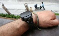 Implementarán pulseras electrónicas para casos de violencia de género