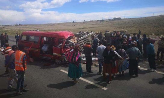"""Trágico """"palazo"""" en ruta boliviana: 17 muertos"""