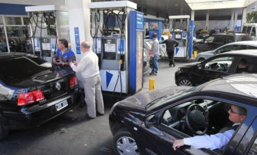 YPF baja el precio de las naftas pero aumenta el del gasoil