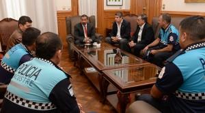 El Gobierno reconoció la labor de los policías y Defensa Civil en Garmendia