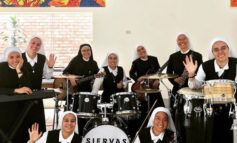 Conocé a Siervas, el grupo de rock de monjas que cantará frente al Papa