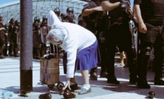 Buscan a la abuela de la foto para donarle verdura