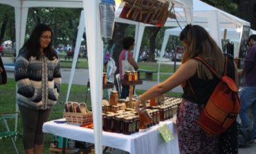 Los artesanos te esperan en el parque Avellaneda