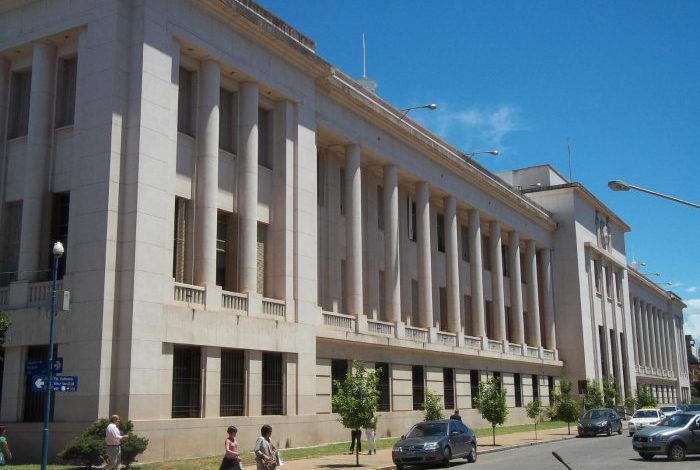Coimas a legisladores: Tres funcionarios y una empleada investigados por «cajonear» la causa