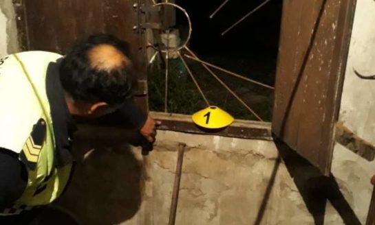 Vecinos reconocieron a un ladrón al salir de robar en una casa