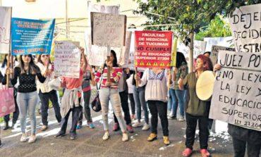 Convocan a sesión extraordinaria en la UNT ante la protesta de padres