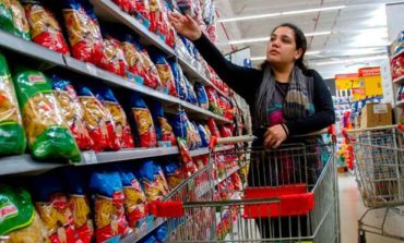 Crisis: El consumo acumula 17 meses consecutivos en baja