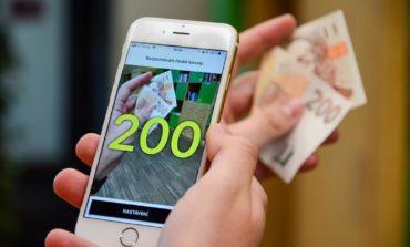 Lanzan una app que lee billetes en voz alta para personas ciegas