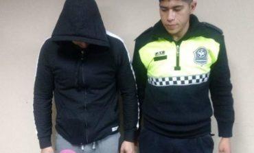 Detuvieron al joven que chocó y abandonó a tres personas en avenida Sarmiento al 1000