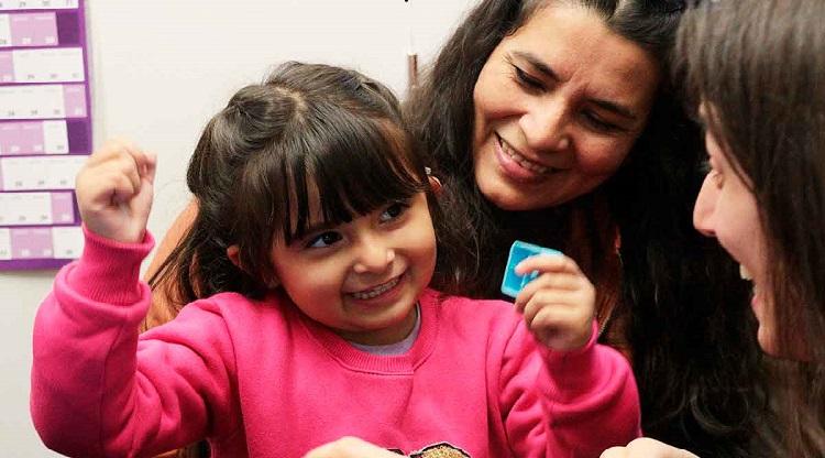 Sofía fue operada en el Hospital de Niños y pudo escuchar por primera vez