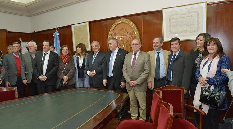 Legislatura y UNT acordaron la implementación del Boleto Estudiantil Gratuito
