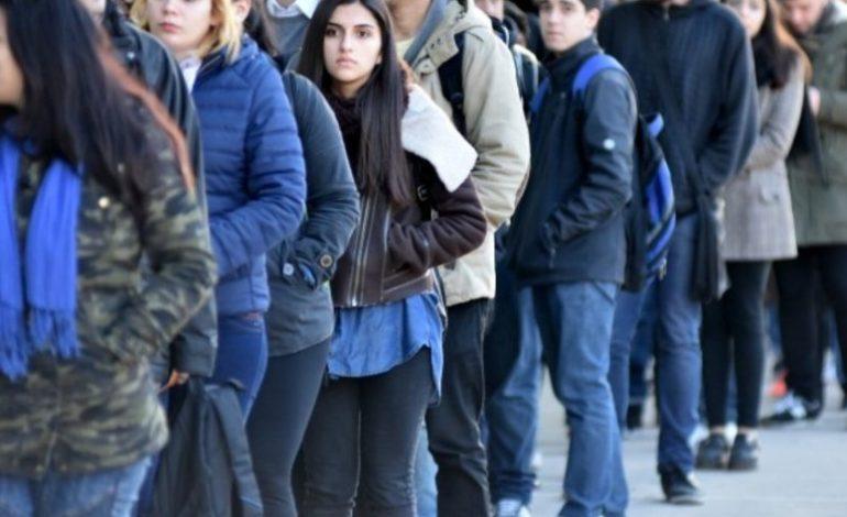 El desempleo juvenil tres veces peor al de los adultos