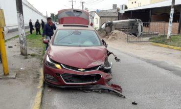 Se durmió al volante y chocó dos autos estacionados frente al penal de Villa Urquiza
