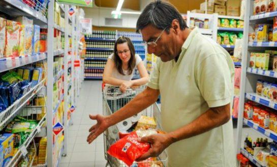 Para no ser pobre, una familia tipo necesitó más de $33.000 en agosto