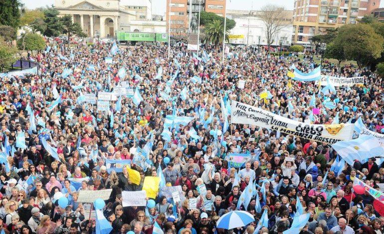 Militantes del oficialismo le regalan una marcha a Vidal por su cumpleaños