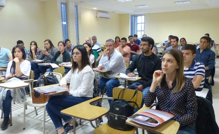 Inició la Diplomatura Universitaria en Agronegocios en  la Facultad de Ciencias Económicas de la UNT