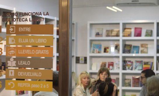 """En pleno centro: Abren una """"Biblioteca Libre"""" para fomentar la lectura"""