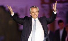El gobierno logra un acuerdo multisectorial conempresarios y sindicalistas