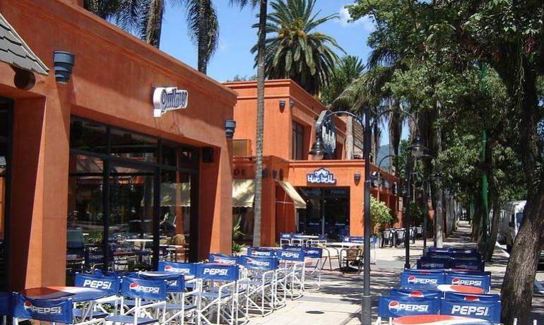 Bares, confiterías y restaurantes deben cerrar desde este viernes