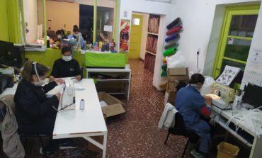 Una cooperativa tucumana confecciona 10 mil barbijos para donar