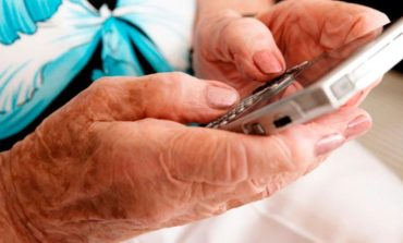 Ofrecen capacitaciones a adultos mayores en el uso de aplicaciones