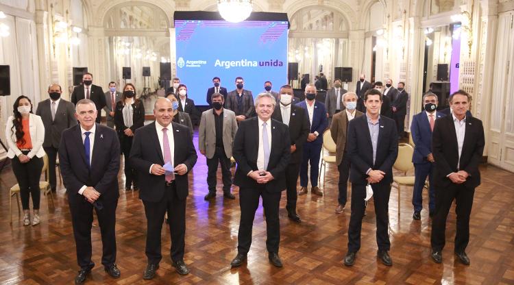 Fernández anunció inversiones por $11.000 millones para Tucumán