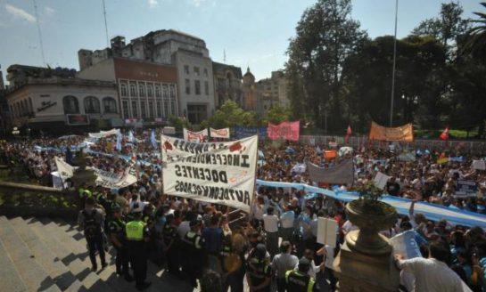 Docentes autoconvocados se movilizan este viernes por la mañana frente a Casa de Gobierno